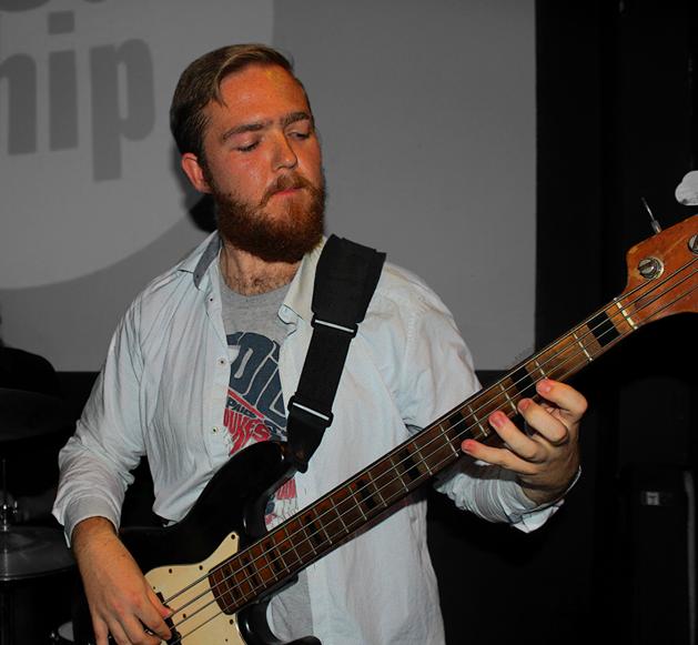 Doug Weekes, bassist